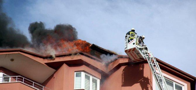 Kayseri'de Lodosun vurduğu çatı onarılırken yangın çıktı