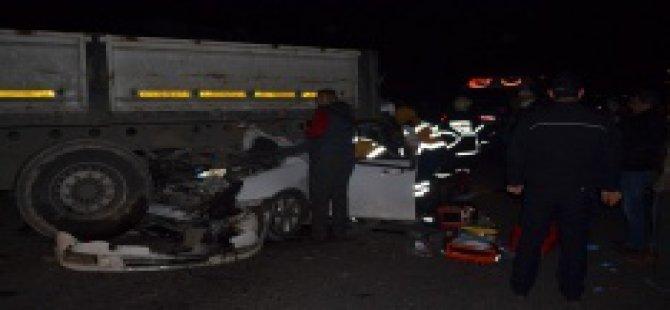 Otomobil TIR'ın altına girdi: 1 ölü, 1 yaralı