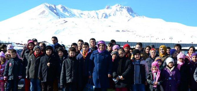 Dağ yürekli Muhtar Çocukları  Erciyes'te gönüllerince eğlendirdi