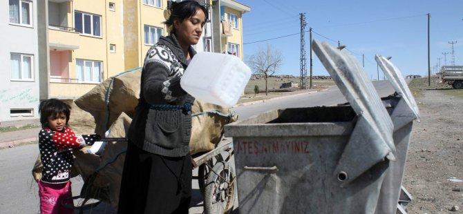 Kayseri'de Ekmeğini çöpten çıkaran 3 çocuk Annesi