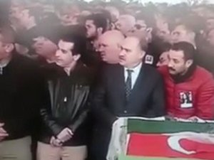 CHP'li vekil ök cenaze namazı esnasında ilginç hareketler yaptı