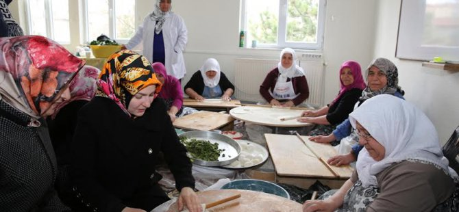 Kocasinan Hanımları Bayır-Bucak Türkmenleri için hamur  açtı