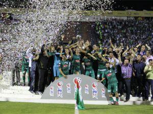 Şampiyon Konyaspor kupasını aldı