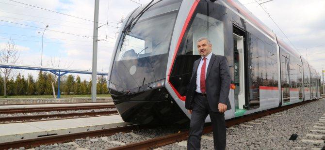 Başkan Çelik Yeni Tramvaylardan İlkini Kayseri'ye Getirtti