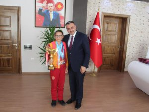 ŞAMPİYONDAN BAŞKAN CABBAR'A ZİYARET