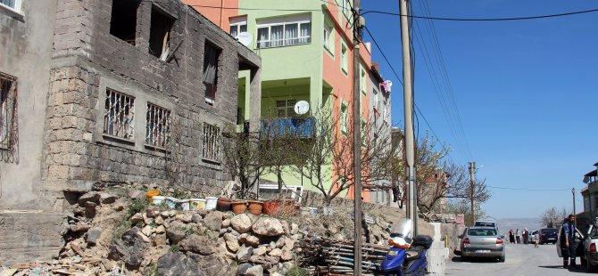KAYSERİ'DE 4 ÇOCUK BABASI EŞİNİ BALTAYLA ÖLDÜRDÜ