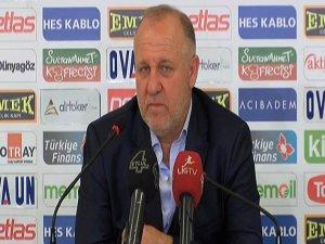 Sivasspor'un hocası herkes namusuyla mücadele ediyor
