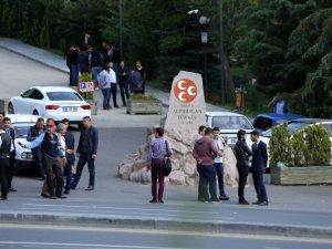 Ülkücüler Türkeş'in kabrine girişi kapattı