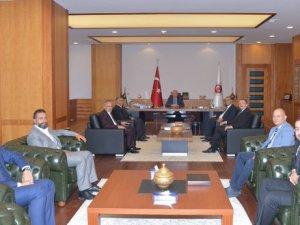 Ak Parti Melikgazi ilçe Başkanı Kadıoğlu ve yönetim Bakan Elitaş'ı ziyaret etti