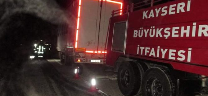 Kayseri'de, lastik yüklü kamyon alev alev yandı