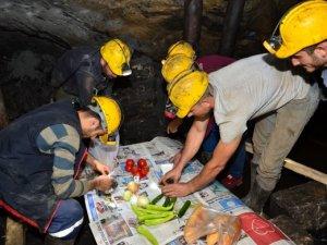 Maden işçileri Yerin 400 metre altında ilk sahuru yaptılar