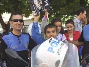 Çocuklar Oyuncak Silahlarını Çöpe Attı