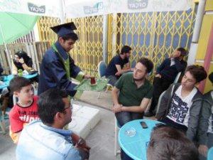 Kayseri'de bir ilk Mezunlara Çay Ücretsiz