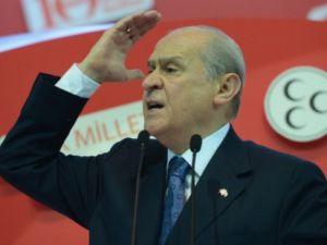 """BAHÇELİ: """"BAŞBAKAN'A SEN SINIRDA TERÖRİSTLERİNLE BEKLE"""""""