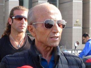 İlahiyat Profesörü Yaşar Nuri Öztürk, hayatını kaybetti
