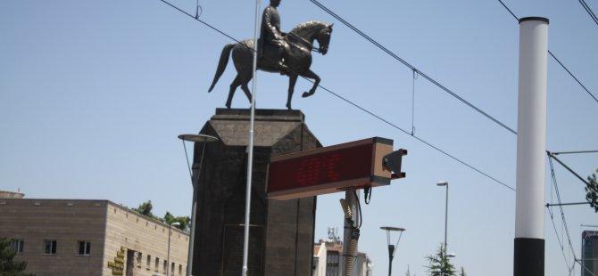 KAYSERİ'DE TERMOMETRELER 40 DERECEYİ GÖSTERDİ