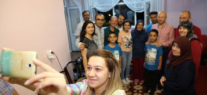 Çolakbayrakdar'ı çaya davet eden Karaköse ailesi