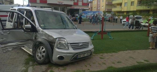 Kayseri'de çocuk parkına  markete Kamyonet girdi: 4 yaralı