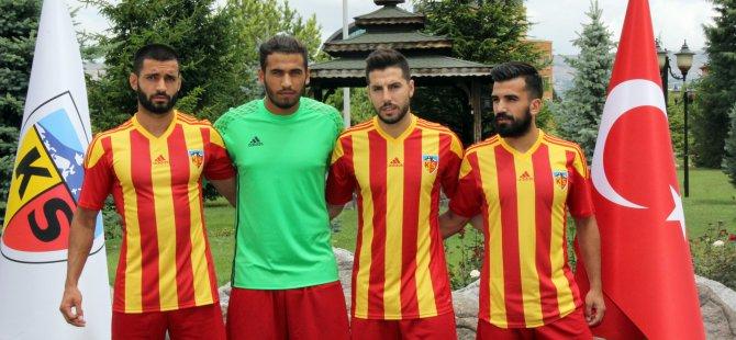 Kayserispor 4 oyuncuyu renklerine bağladı