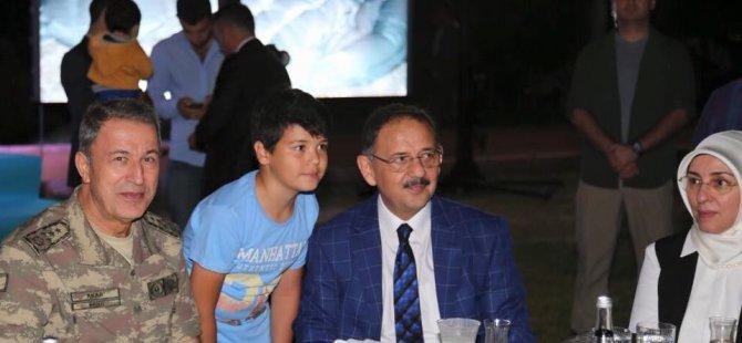 Genelkurmay Başkanı,ve Özhaseki,Şehit Aileleri  İle Birlikte İftar Yaptı
