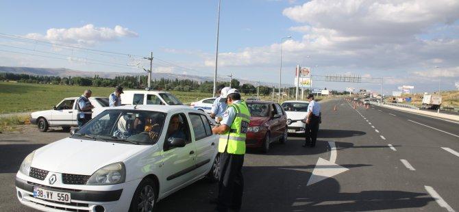 Kayseri'de Bayrama 1 gün kala trafik denetimleri arttı
