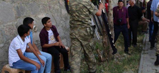 Kılıçdaroğlu'nun şehit cenazesindeki çelengi yırtıldı