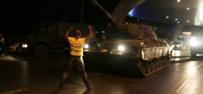 Havalimanı'nda tanklar geri çekilmeye başladı