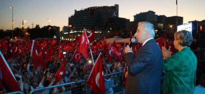 Kayseri Cumhuriyet Meydanı tıklım tıklım doldu