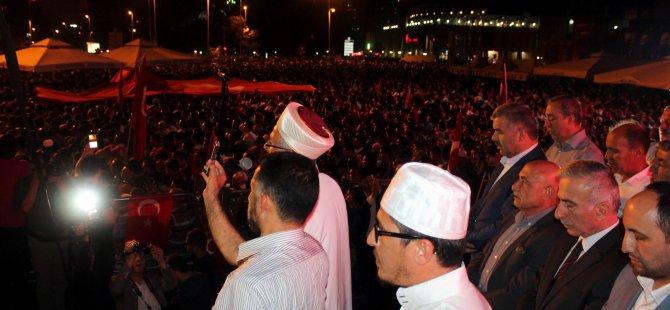 Kayseri'de On binlerce kişi demokrasi şehitleri için gıyabi cenaze namazı kıldı