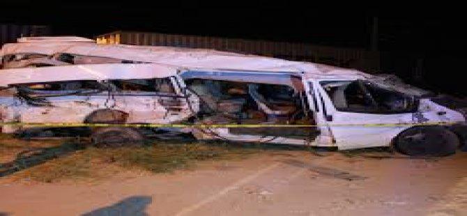 Niğde Bor'da Tren işçi servisine çarptı: 3 ölü, 13 yaralı