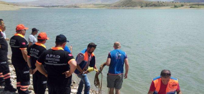 Serinlemek için baraj gölüne giren genç boğuldu