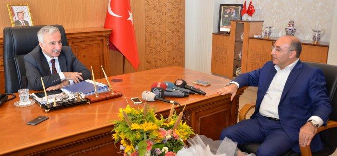 AK Parti MKYK Üyesi Ayhan Oğan Vali Kamçı'yı ziyaret etti