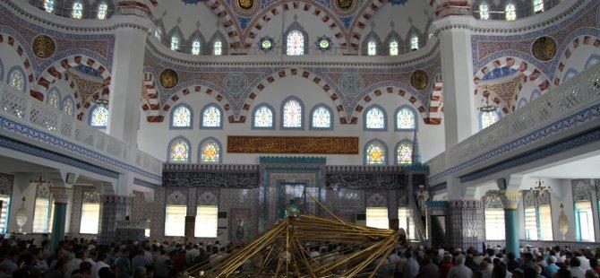 Kayseri'de Cuma namazında cemaatin üstüne avize düştü: 10 yaralı