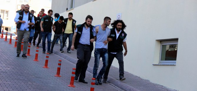 Kayseri'de Uyuşturucu taciri Suriyeliler adliyeye çıkarıldı