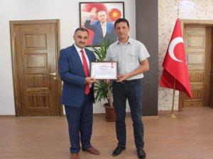 Başkan Cabbar'dan Belediye personeline teşekkür plaketi