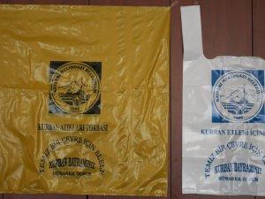 Melikgazi Belediyesi kurban kesim yerlerinde ÜCRESTİZ atık poşeti dağıtıyor