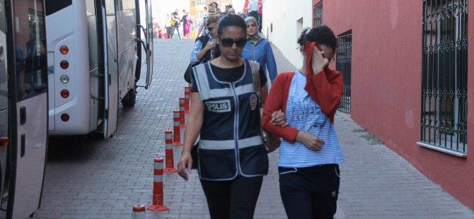 Bbylock kullanıcısı 25 kadın 66 öğretmen gözaltına alındı