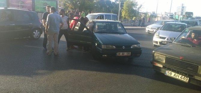 Kayseri'de 2 otomobil çarpıştı: 1 yaralı