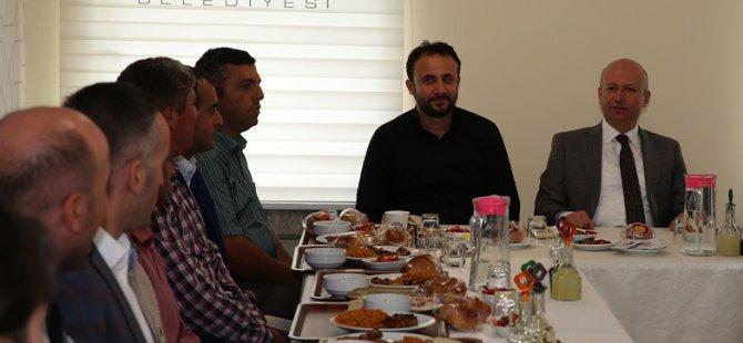 Başkan Çolakbayrakdar'dan saha çalışanlarına teşekkür yemeği