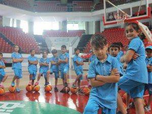 Büyükşehir'den gençlere 365 gün spor