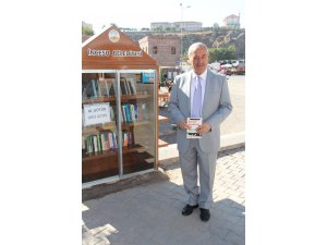 İncesu Belediyesi ilçede okuma alışkanlığı kazandırmak için çeşitli noktalara mini kütüphaneler kurdu