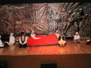 Hacılar Belediyesi Tiyatro Topluluğu tarafından şehitlerimiz için anma programı  düzenlendi