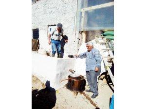Felahiye'de Pekmezler kaynamaya başladı