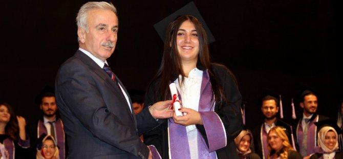 ERÜ Diş Hekimliği Fakültesi 7. mezunlarını verdi