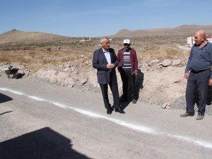 İncesu Meslek Yüksek Okulu'nun yolunda sıcak asfalt çalışması yapılıyor