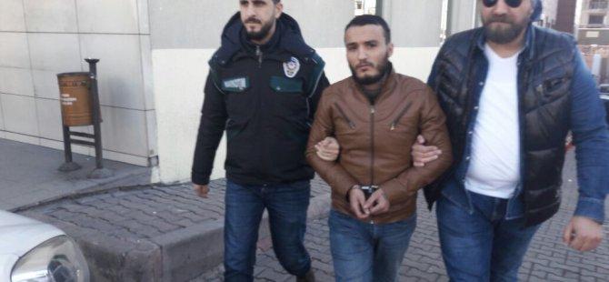 Kayseri'de esrarla yakalanan zanlılar adliyeye sevk edildi