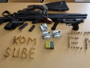Kayseri'de 9 ruhsatsız av tüfeği, 2 adet tabanca mermi ele geçirilirken, 2 kişi de gözaltına alındı