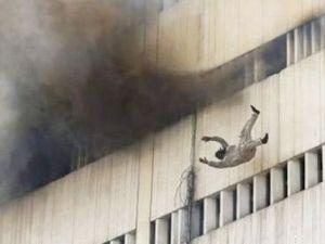 Yanmamak İçin 13 Katlı Binadan Atladılar!