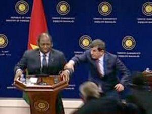 Dışişleri Bakanı Davutoğlu'nun Konuğu Bayıldı!