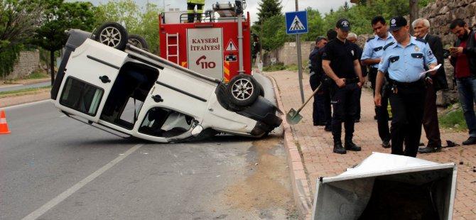 Kayseri'de Çöp konteynerine çarpan otomobil takla attı: 2 yaralı